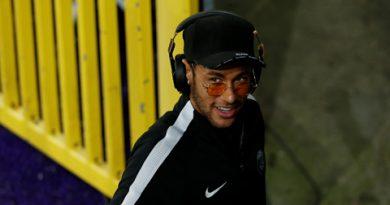 Neymar yêu cầu PSG bán Cavani, mua Suarez