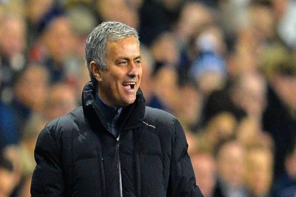 Real trông ngóng Mourinho.