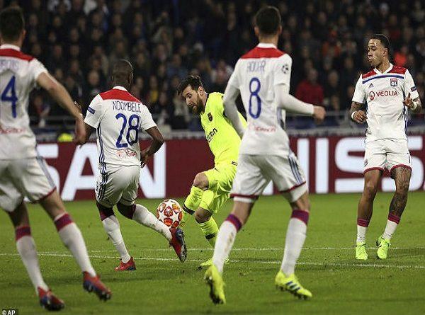 Messi sánh ngang Paul Scholes