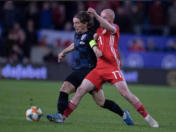 Pha xử lý bóng điêu luyện của Modric