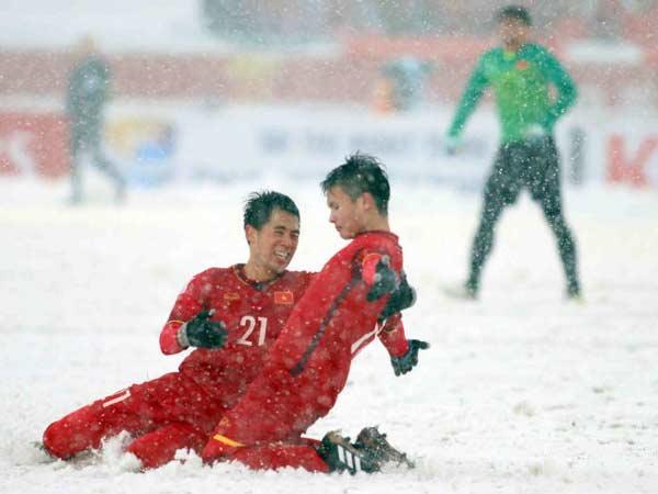 Siêu phẩm cầu vồng tuyết của Quang Hải đã đi vào lịch sử bóng đá Việt Nam