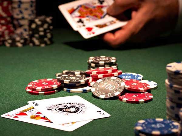 Mơ thấy đánh bài là điềm báo gì?