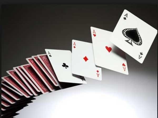 Chiêm bao thấy đánh bài nên đánh lô đề con bao nhiêu?