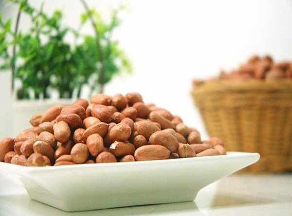 Đậu phộng rang - món ăn hấp dẫn thường có trong mâm cơm người Việt