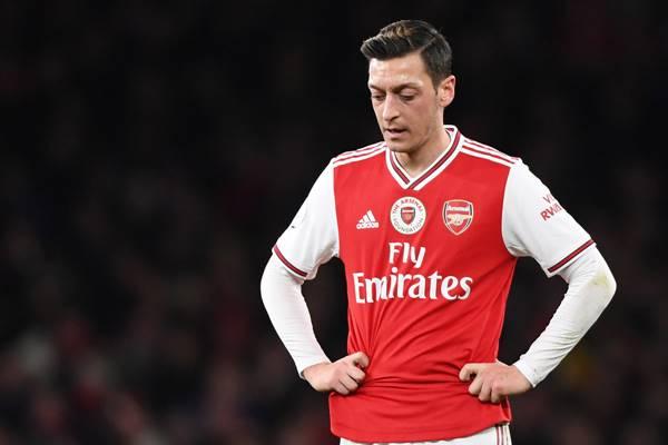 Chuyển nhượng 10/1: MU mua trung vệ 21 tuổi, Oezil rời Arsenal